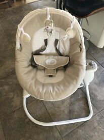 Graco snuggle swing chair in excellent condition