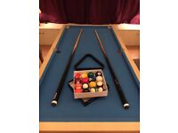 Riley's TABLE TOP POOL TABLE. Includes pool balls, triangle, chalk & 2 cues