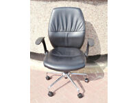 Swivel leather chair with adjustable arms (Delivery)