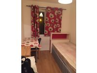 Lewisham big single room to let