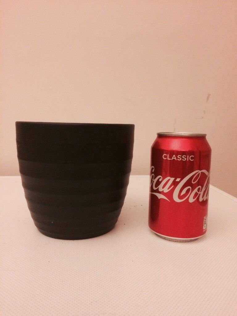 Small black ribbed plant pot- perfect condition