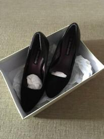 Ladies shoes size 5 (small)