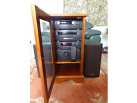 TECHNICS 510 COMBINED OR SEPARATE SYSTEM INC SPEAKERS,REMOTE,MANUAL IN YEW WOOD CASE. EXC CONDITION.