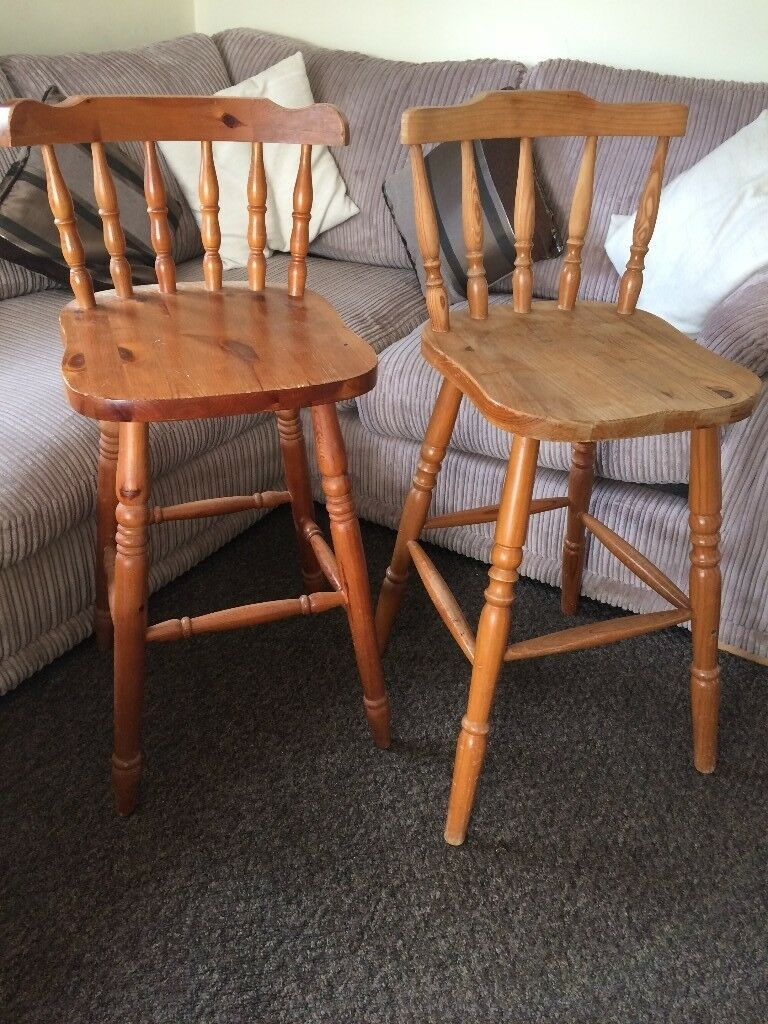 @PAIR OF SOLID PINE STOOLS@