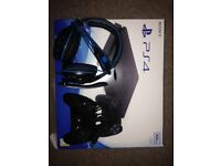 PS4 500gb + headset & Nacon Revolution Controller
