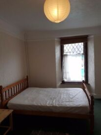 A spacious double room to let in Carmarthen