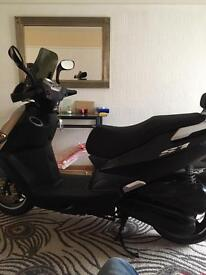 Daelim 125 scooter/moped