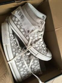 Converse brand new shoes Unisex