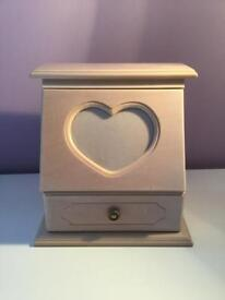 Jewellery box with heart frame