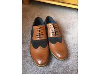 Men's brown shoes size 11