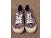 Rocket Dog Ladies Jazzin shoes, size 6: NEW AND UNWORN