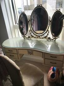 Vintage Queen Anne dressing table and chest drawers set
