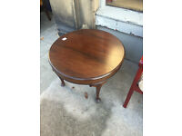 Side/Coffee Table in good condition. Size Diameter 26in Height 18in. In retro style.