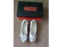 REDZ LADIES WEDGE GREY FLORAL WEDGE COURT SHOES, UK SIZE 5, BNIB, RRP £39.99