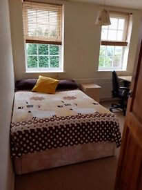 Large double Room to rent in Wakefield