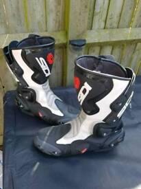 Sidi Vertigo Boots in size 10.5