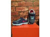 Nike Revolution 2 UK Kids Size 8.5 Brand New Trainers