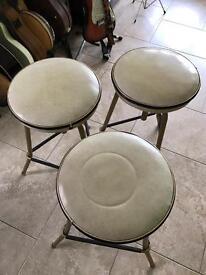 Retro glass wall cabinet 3 x cream bar stools