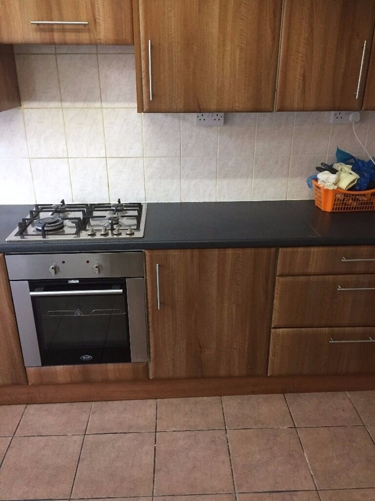3/4 BED HOUSE TO RENT IN UPTON PARK! FULLY FURNISHED. 5 MIN WALK TO UPTON PARK STATION.
