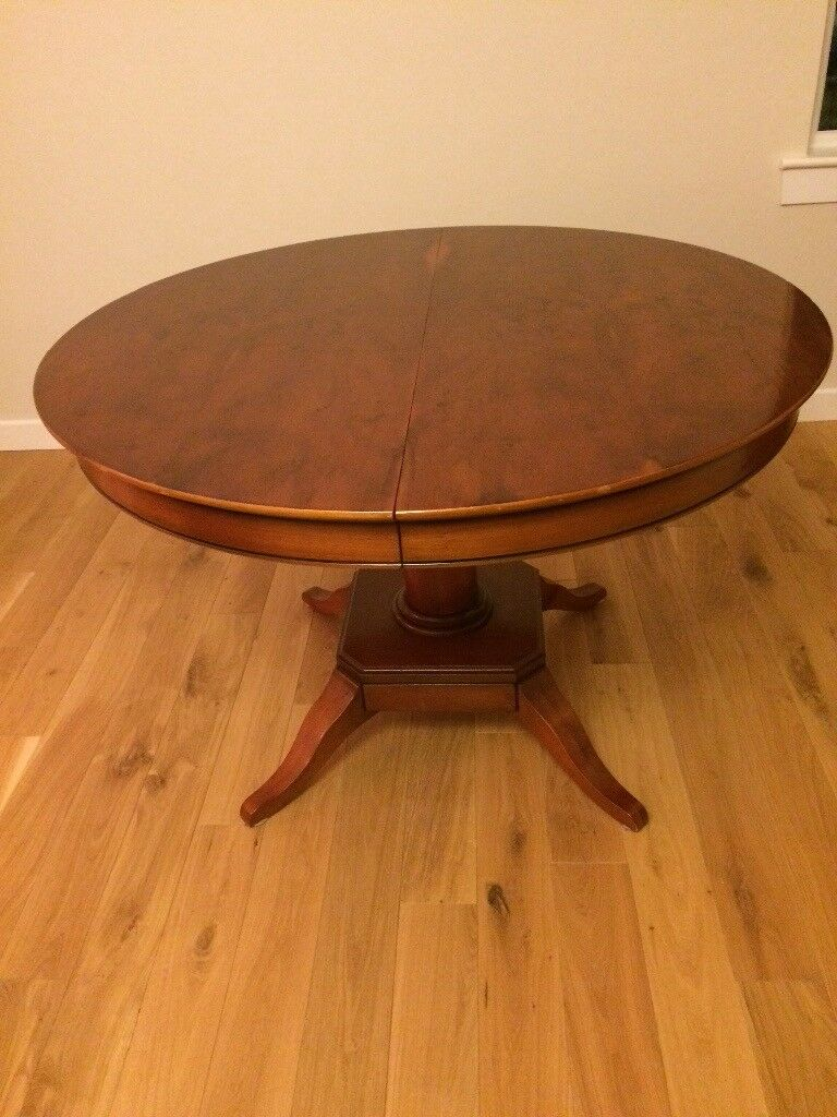 Yew round dining table/ extendable
