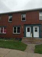 Town House 2 bedroom, In Family Area Close to Uptown