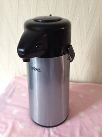 Thermos pump flask