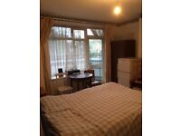 Nice double rooming the heart of London ideal for singles or couples, 7 minute walk to london Eye