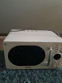 Daewoo Retro Style Microwave