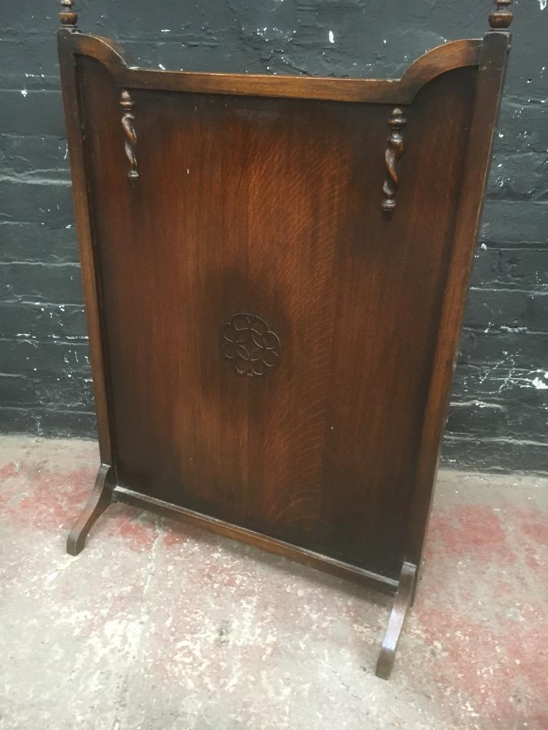 Beautiful vintage oak fire guard . Lovely quality and condition.