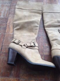 Ladies tan heeled boots size 6