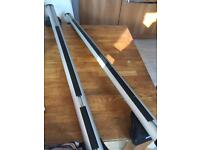 Thule roofbars & 2 cycle carriers