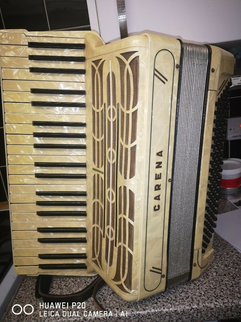 Hohner Carena Piano Accordion 120 Bass