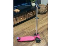 2 MAXI MICRO CLASSIC SCOOTERS: BLUE and PINK