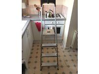 Werner 4 Tread High Handrail Stepladder with Tool Tray - Aluminium