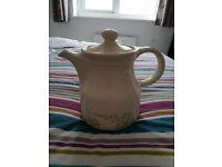 Pretty vintage tea pot. Never used and no damage