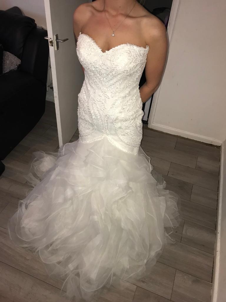 Stunning Pronovias White wedding dress- bride/ bridal wear size 10 ...
