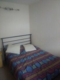 Small double room to let.