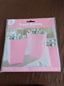 13 Pink paper plates + 5 pink treat boxes - weddings, parties, hen parties