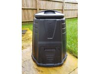 Composter -Plastic- great capacity - easy to fill - easy to empty.