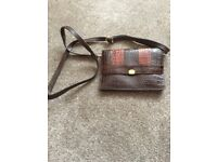 LEATHER HANDBAG LOVELY DESIGN (EXCELLENT CONDITION)