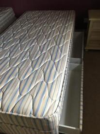 Single duvan bed x 2 with drawers and mattresses