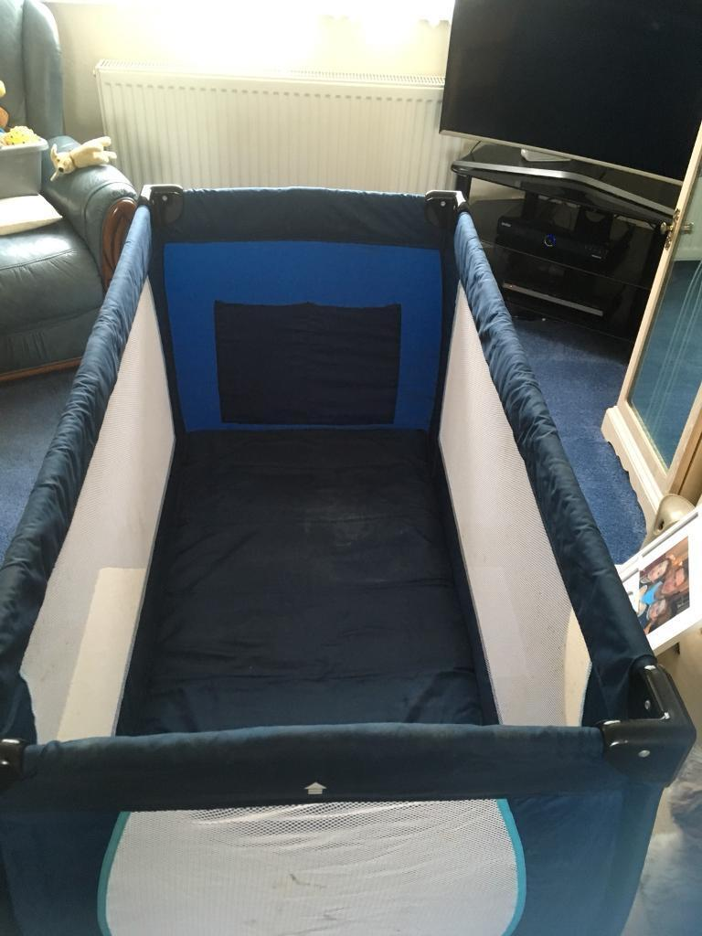 Luxury travel cot