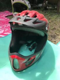 Full face mountain bike helmet. Team Saracen