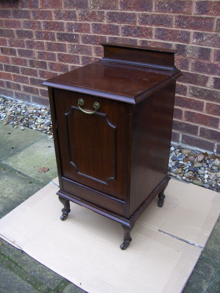 VintageAntique Quality mahogany Victorian coal boxcupboard table cabinet FREE DELIVERYin Erith, LondonGumtree - Vintage / Antique quality mahogany (or red walnut) perdonium bedside cupboard table cabinet / coal box. This is a lovely item, that is full of charm and character, dating from the early 20C. (Victorian) and very rare as it got the level on the left...