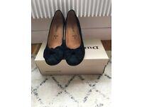 Pretty Gabor size 5 women's black suede low heel pump