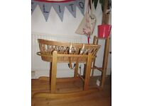 moses basket with rocking stand and mattress