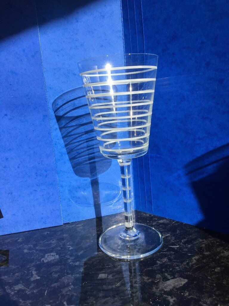 6 Wine Glasses / Goblets. Clear glass with White Stripes.