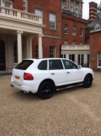 Porsche Cayenne wrapped in white looks and sounds amazing