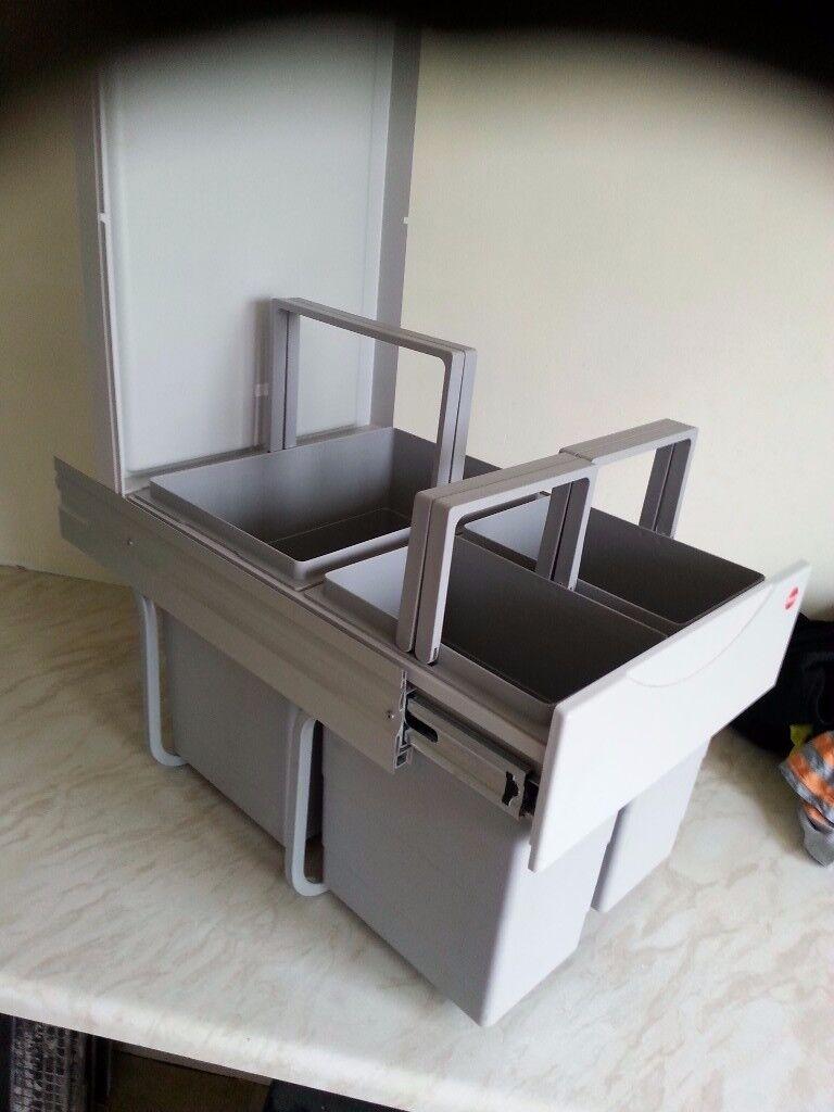 Halio kitchen recycling waete bin intrigated.fits inside kitchen unit. Brand new unused