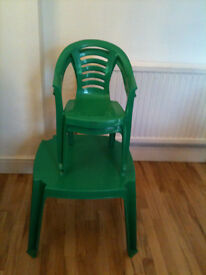 Young child's plastic table and 2 chairs.